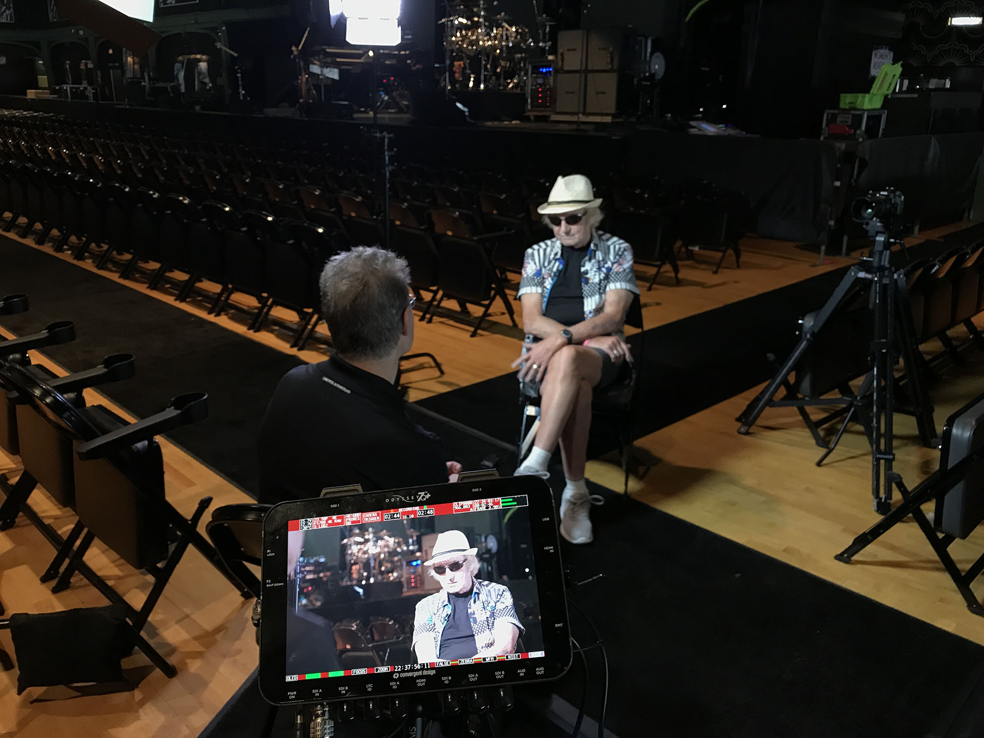 Alan White being interviewed by Elliot Gould